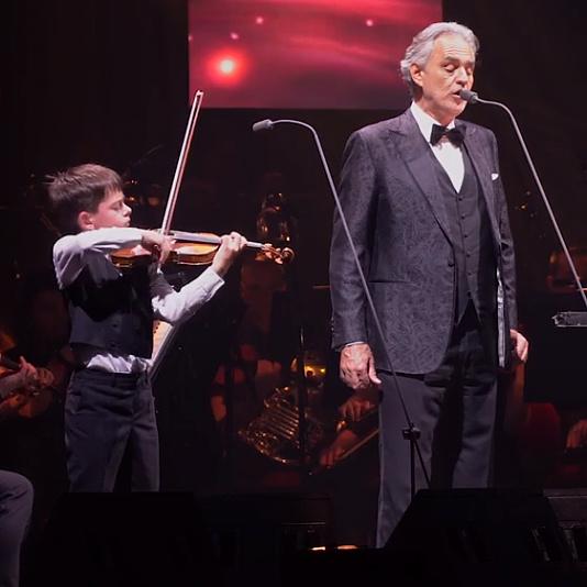 Andrea Bocelli és a Virtuózok 11 éves hegedűse, Teo Gertler elkápráztatták a budapesti közönséget